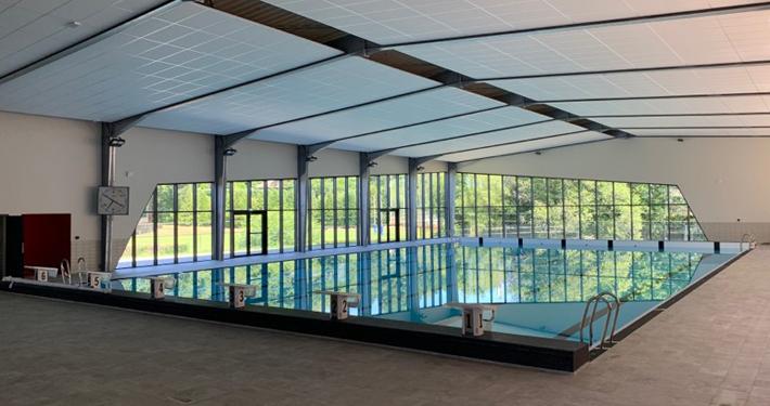 Grand bassin pouvant accueillir des compétitions